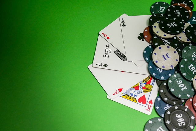 What are the advantages of online casinos over land-based casinos?