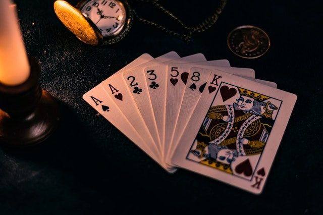 How to earn money by playing games at an online casino